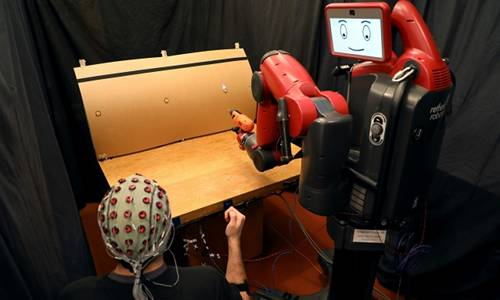 A human supervisor corrects a robot's mistakes using gestures and brainwaves.