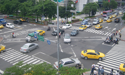 Intersection traffic in Taipei