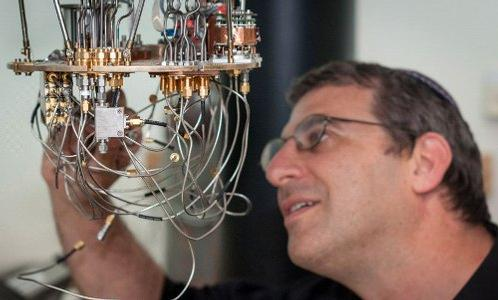 Nadav Katz with setup for testing superconducting detectors