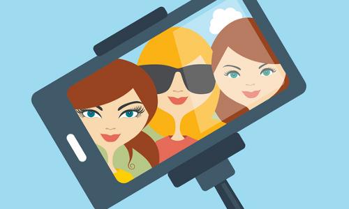 girls in selfie
