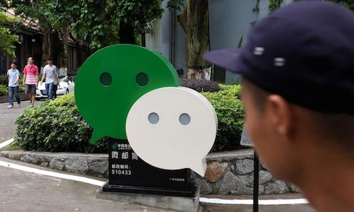 An image of two empty speech bubbles.