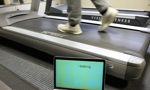 monitoring treadmill vibrations