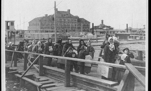 Immigrants arriving to Ellis Island in 1902